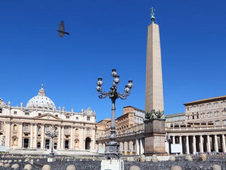 a_0005_-Roma---Veduta-della-Basilica-di-San-Pietro-dalla-piazza
